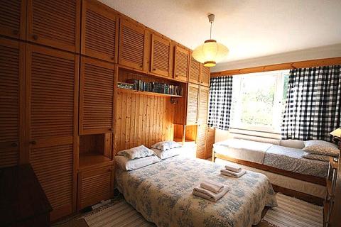 Doppel-/Zwei-/Dreibettzimmer