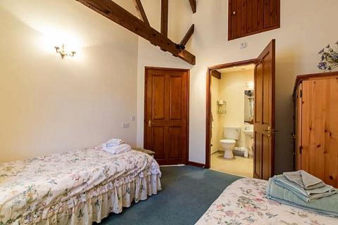 Bad des Zweibettzimmer