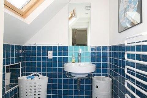 Eigenes WC mit Waschbecken EZ 1