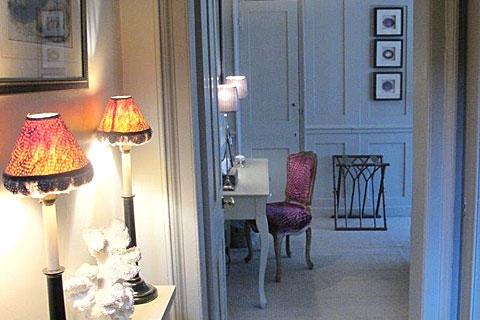 Blick in Doppelzimmer grau