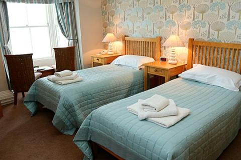 Ein Standard Zweibettzimmer