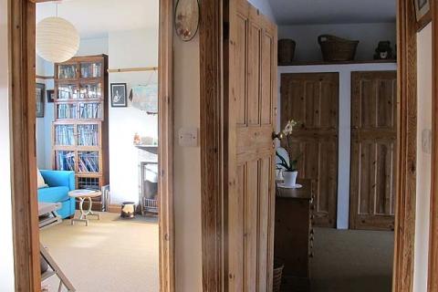 Blick in Lounge und Zimmer