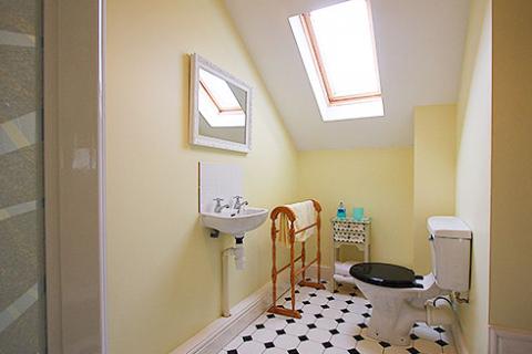 Gelbes Doppelzimmer Bad