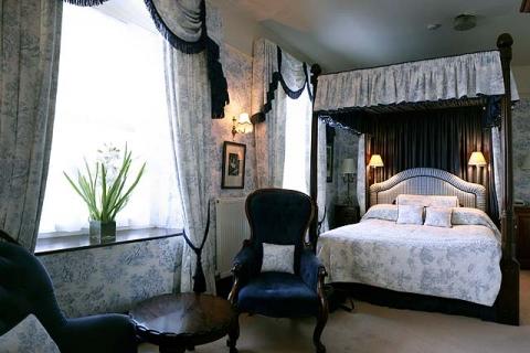Himmelbettzimmer-Suite 4