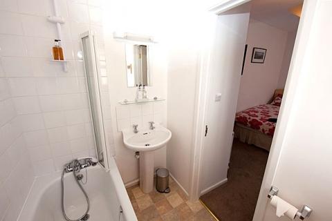 Bad Zweibettzimmer 4