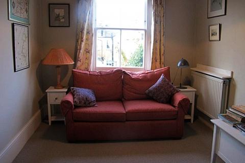 (Schlaf-)Sofa in Gästelounge
